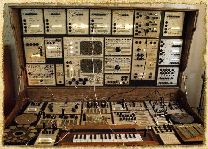 A weird vintage electronic musical instrument